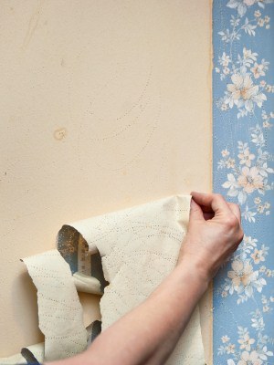 Wallpaper removal by Yaskara Painting LLC.